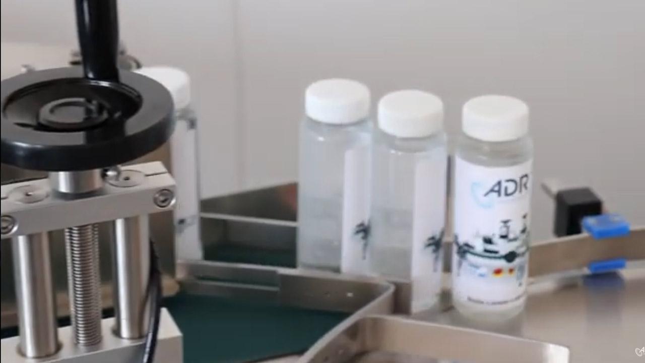Etikettierer für Ampullen und Vials